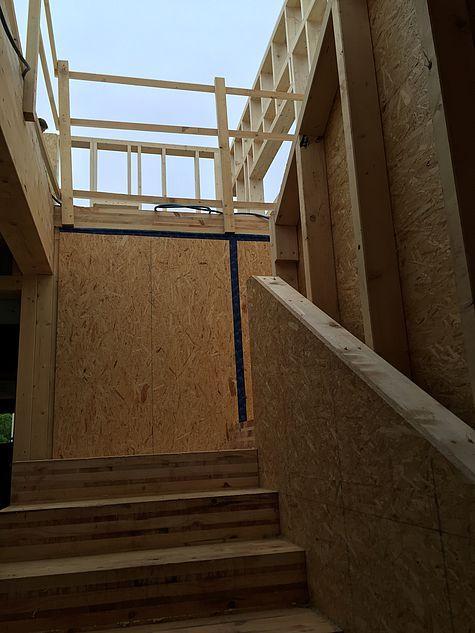 Holzstiege mit Brettsperrholz